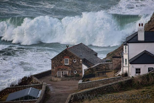 Wave as big as a house