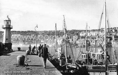 Smeaton's Pier - St Ives - 1940s