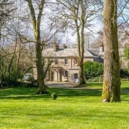 Secluded Manor House with pool and tennis court