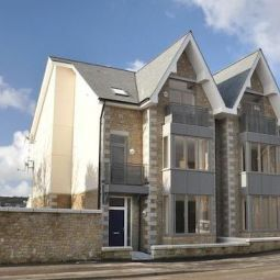 Short Break August Bank Holiday weekend. Luxury Holiday Apartment on Penzance seafront.