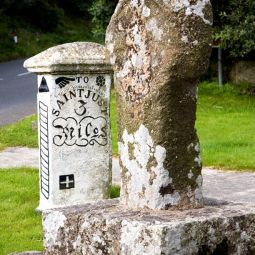 Crows-an-Wra - Cross and Milestone