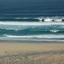 Big Waves - Empty Beach