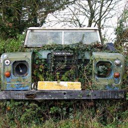 Land-Rover Defender - Go anywhere!