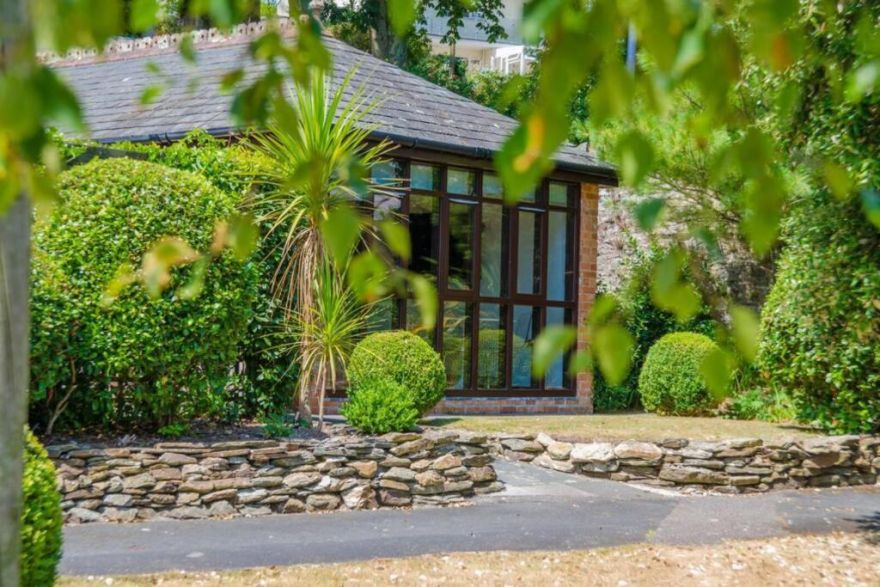 Luxury Summerhouse Annexe in lush gardens in Fowey