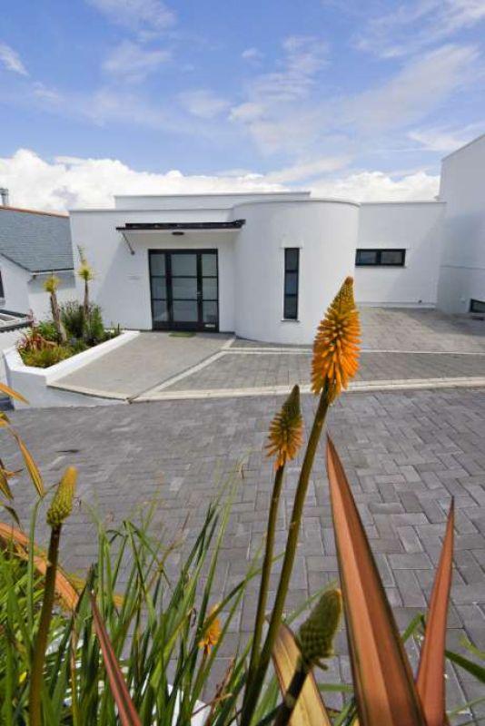 Bowjey Studio