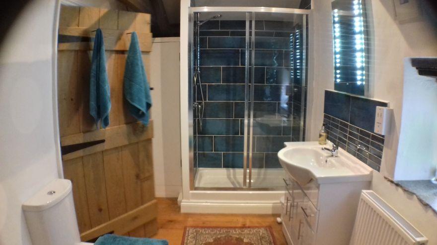 The Barn - Trelash - Bathroom
