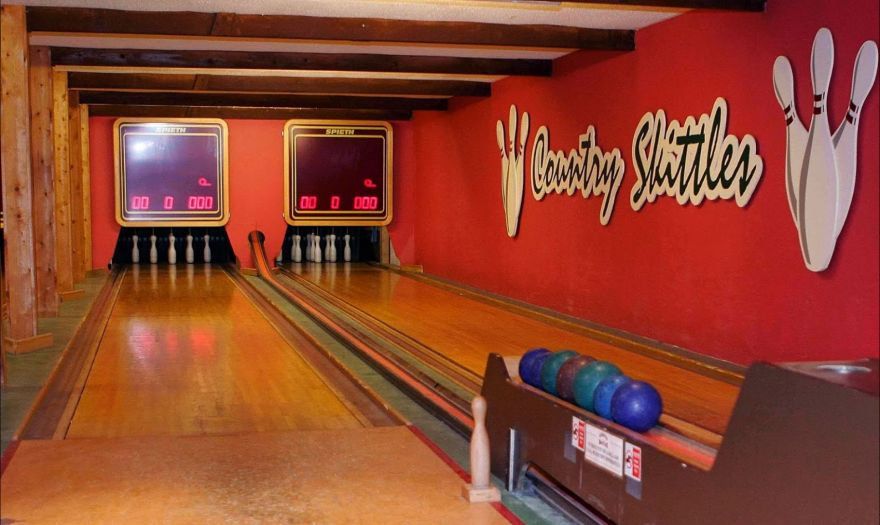 Country Skittles bowling