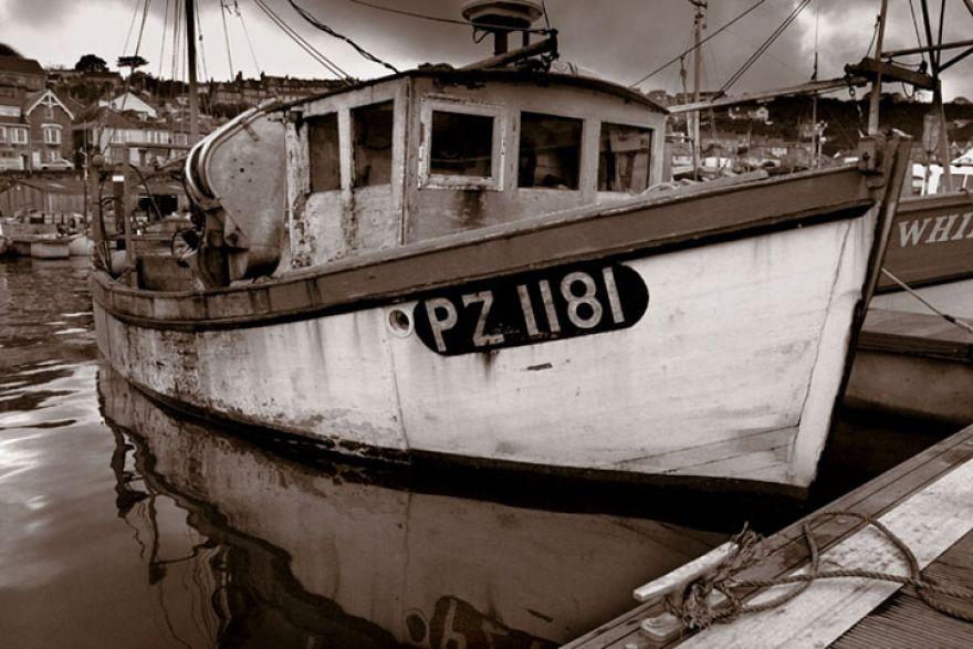 NEWLYN FISHING BOAT (6713)