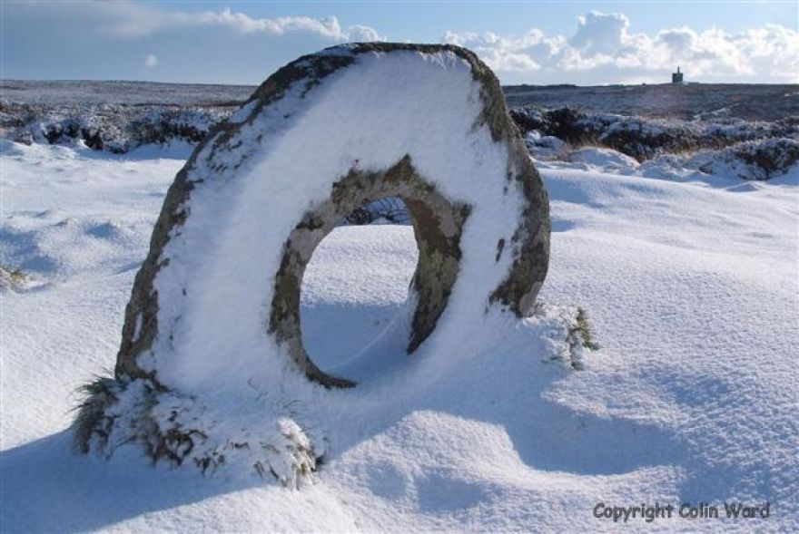 The middle bit of Men-an-Tol near Penzance