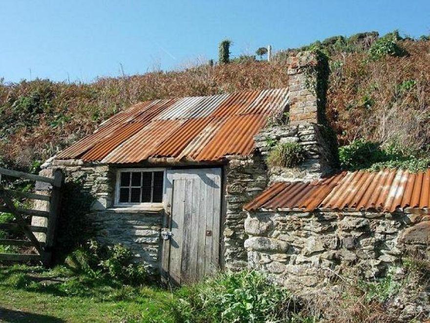 Derelict Cottage Prussia Cove