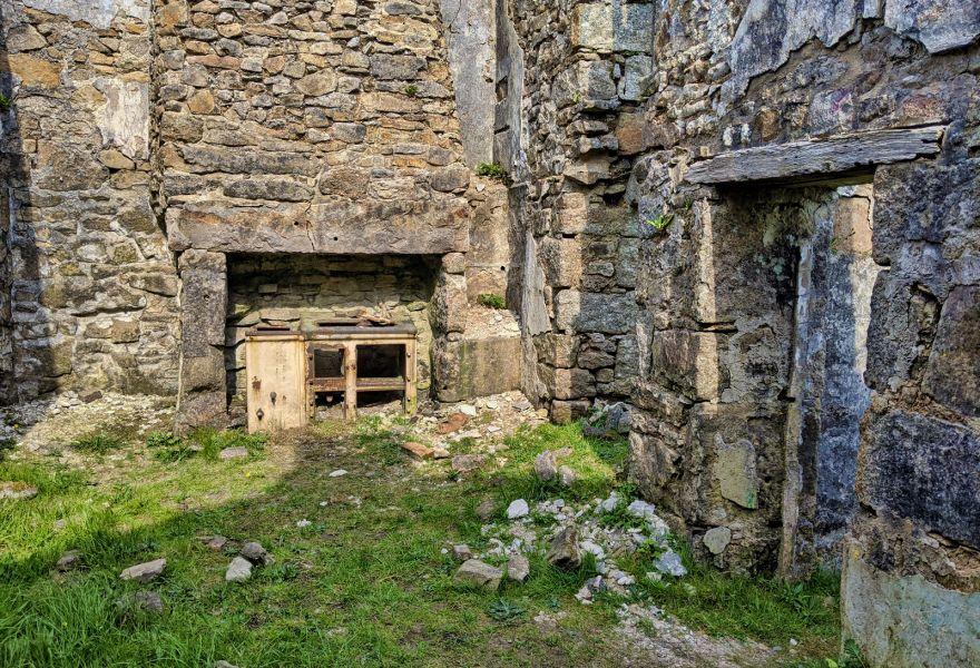Castle-an-Dinas Farm Ruins