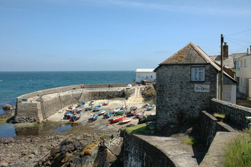 Coverack Harbour - Low tide