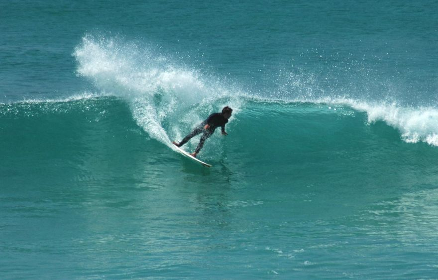 Mid Roundhouse Cutback