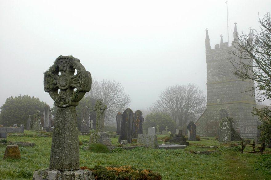 Perranuthnoe churchyard