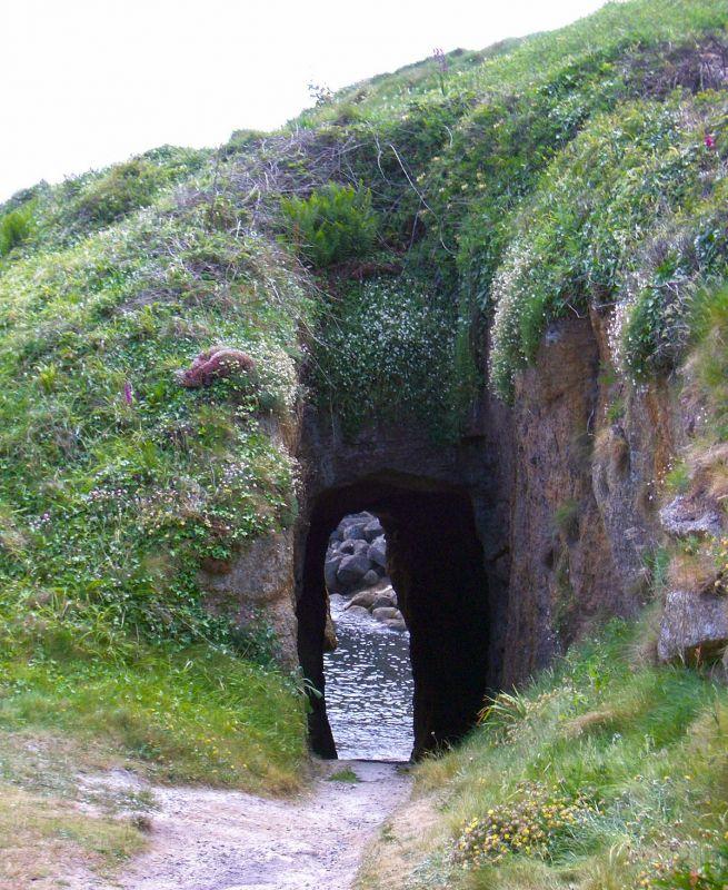 Hole in rocks at Porthgwarra