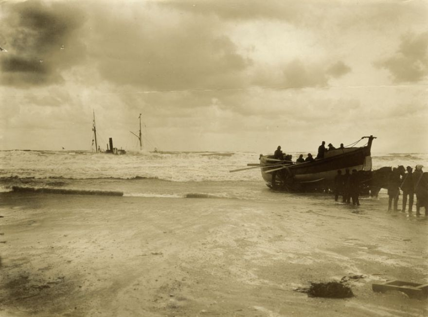 Escurial Shipwreck - Portreath - 1895