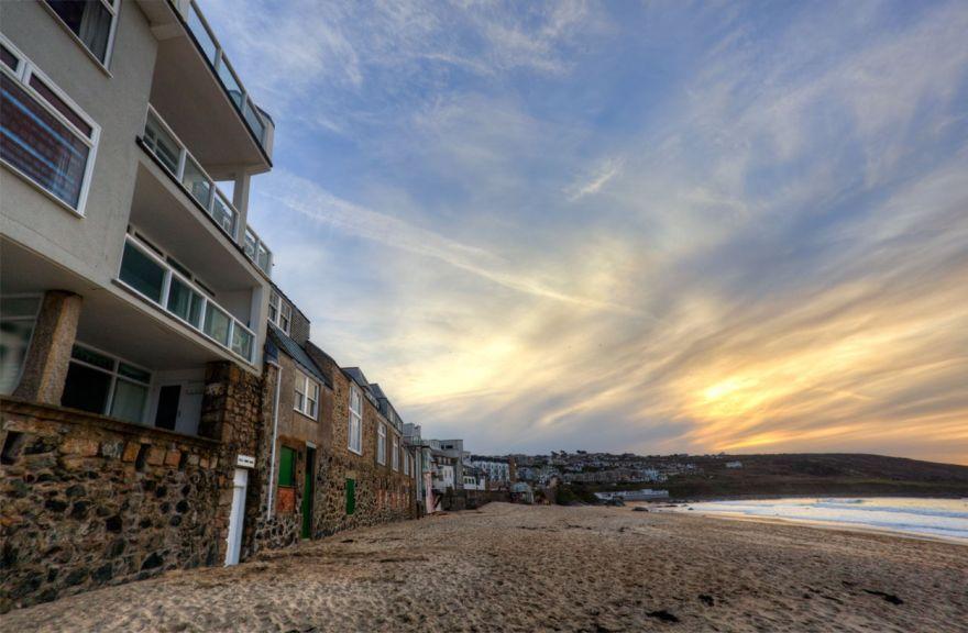 Porthmeor beach-side apartments - St Ives