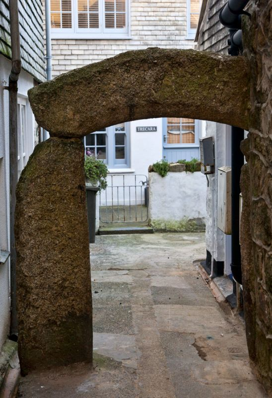 Granite arch - Hick's Court, St Ives