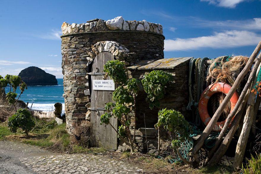 Hut overlooking Trebarwith Strand